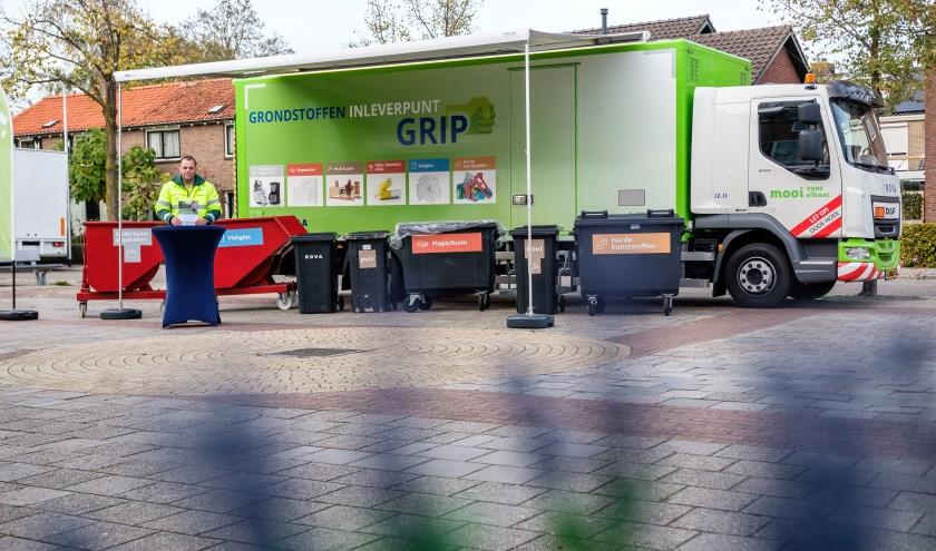 De GRIP-wagen staat op verschillende dagen bij de grotere winkelcentra in Zwolle en op de markt in de stad.