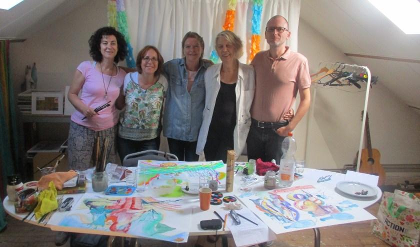 Vier kunstenaars en Nellie Markus
