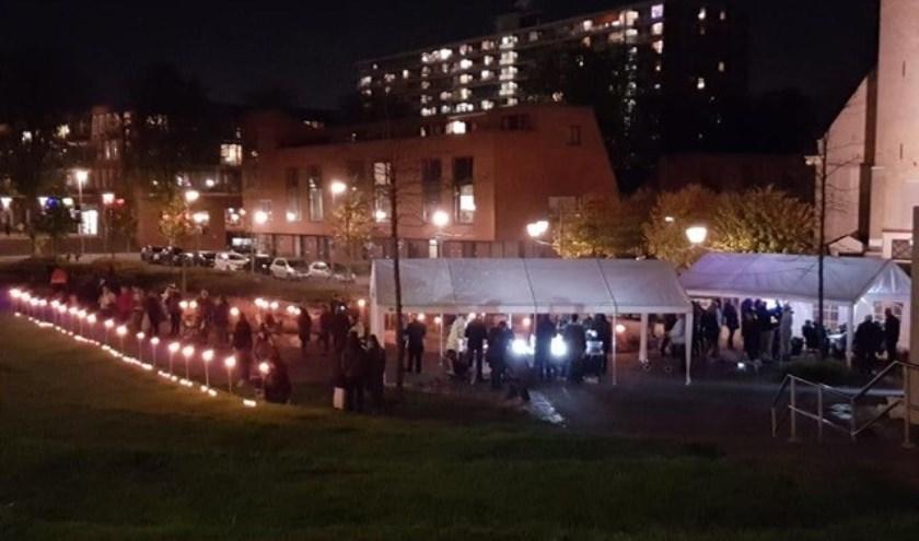 Kaarsjes branden, muziek luisteren, kaartjes sturen, ontmoeten en herdenken staan centraal tijdens de 3e Lichtjesavond, die wordt gehouden op 2 november in Stadspark Hoogvliet