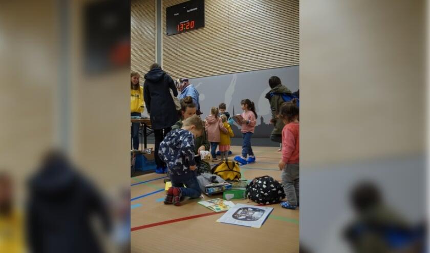 Een kinderboekenmarkt op Brede School Het Zand. (Foto: Gemma van Doorn-Tijmensen)