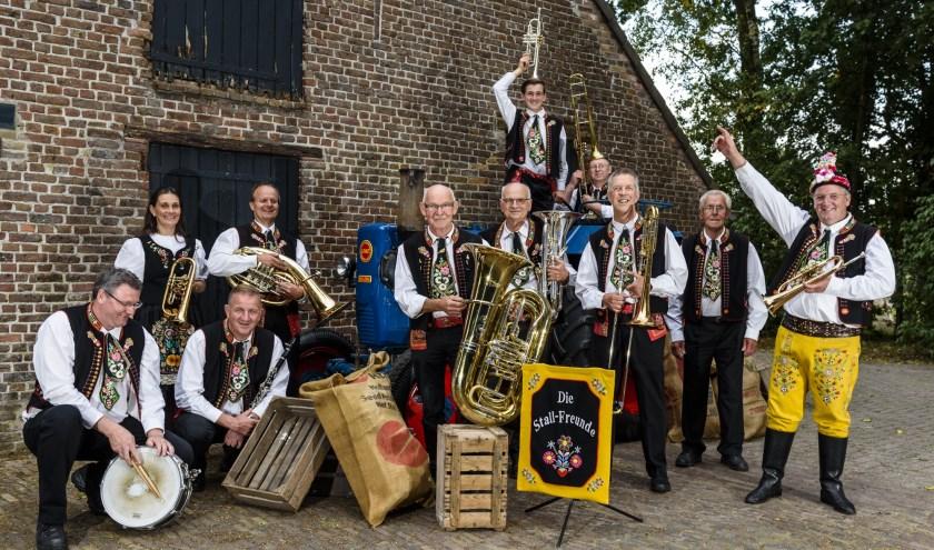 Die Stallfreunde bestaan dertig jaar. Dat wordt op 2 en 3 november gevierd in MFA de Rosdoek in Wintelre met een blaaskapellenfestival.