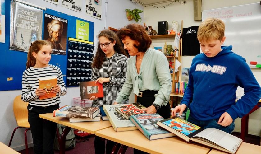 """""""Er is nog nooit zolang vrede geweest in Nederland"""", zegt docent Willy van Bree. """"Dat moeten we koesteren!"""" (Foto: Britt Planken)"""