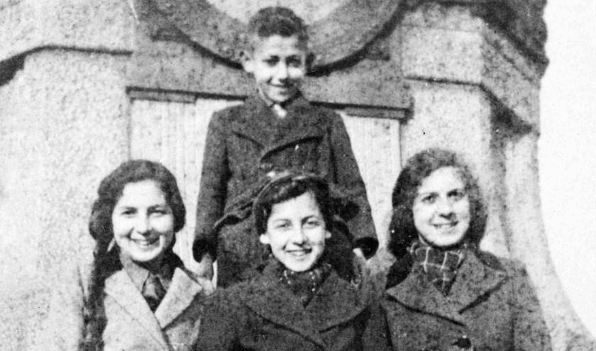 Het Joodse gezin Glaser dat aan de Parkweg in Nijmegen woonde, werd begin  juli 1943 in Sobibor vermoord. Sara, Miep, Frieda en Abraham hebben samen met hun ouders tevergeefs getracht door onder te duiken de oorlog te overleven.
