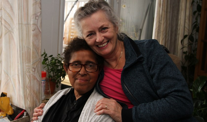 """""""We hebben een heel fijne klik samen die uitgegroeid is tot een vriendschap"""", stellen Ingrid Minnaert (rechts) en Rianne Isendoorn. FOTO: Ad Adriaans."""