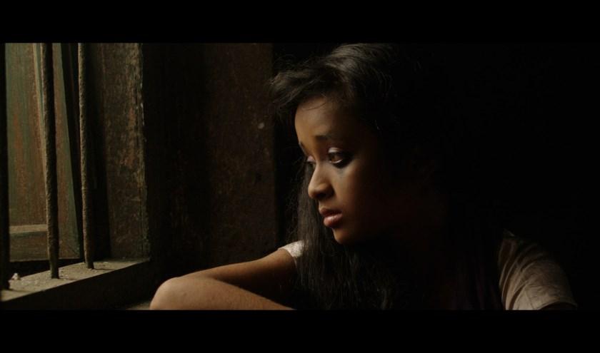 De film Sold gaat over een 13-jarig meisje uit Nepal dat onder valse voorwendselen verkocht wordt aan een bordeel in India. Een aangrijpend drama over hoe het met 1.2 miljoen zeer jonge meisjes in India gesteld is.
