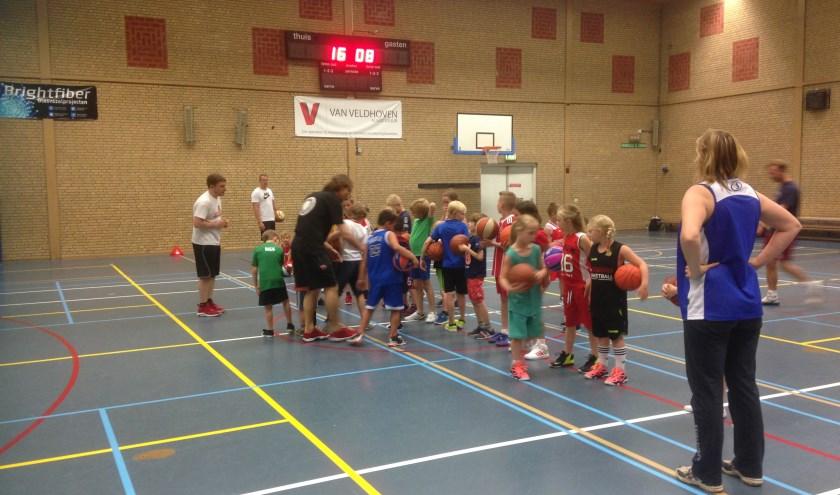 De vorige basketbalclinik van Lokomotief was een groot succes. Foto: Lokomotief