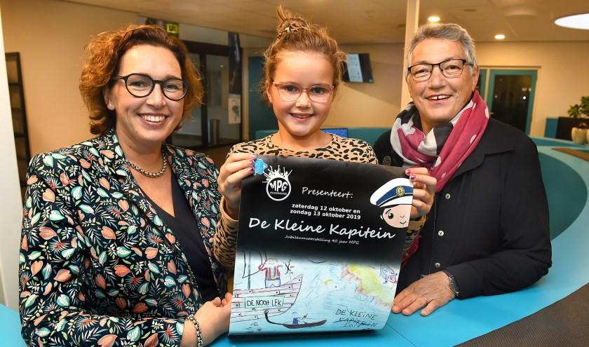 Vlnr: Marieke Salemink-van der Berg en dochter Aafke en oma Kiek van der Berg. (foto: Roel Kleinpenning)