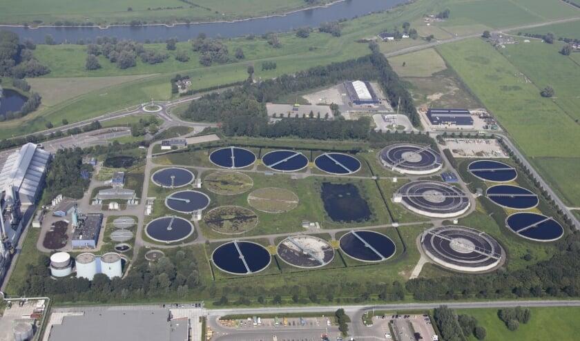 De waterzuiveringsinstallatie in Duiven, naast de verbrandingsovens van AVR.