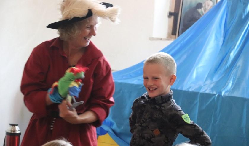 Binkie en de zeevrouw kregen hulp bij het zoeken van de schat