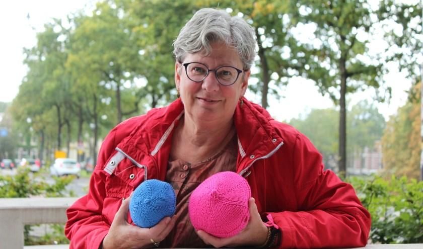 'De BreiBoezem kan een luchtig alternatief zijn voor siliconen na een borstoperatie', vertelt Mathilda Slings. (foto: Sigrid Aalfs)