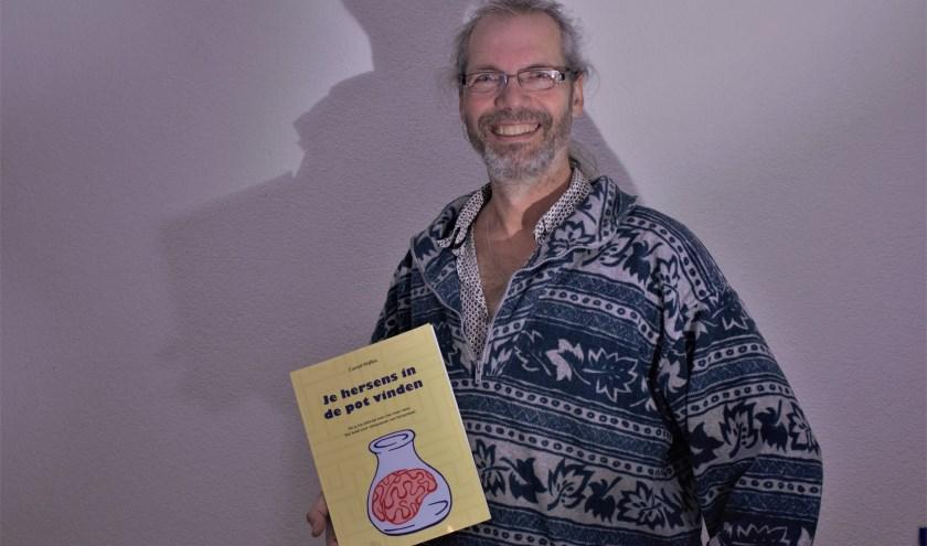 """Helvoirtenaar Camiel Wijffels schreef een boek over hersenletsel waarin zijn eigen verhaal de rode draad vormt en herkenning geeft aan lotgenoten. """"Ik heb het geschreven om mensen te helpen."""""""