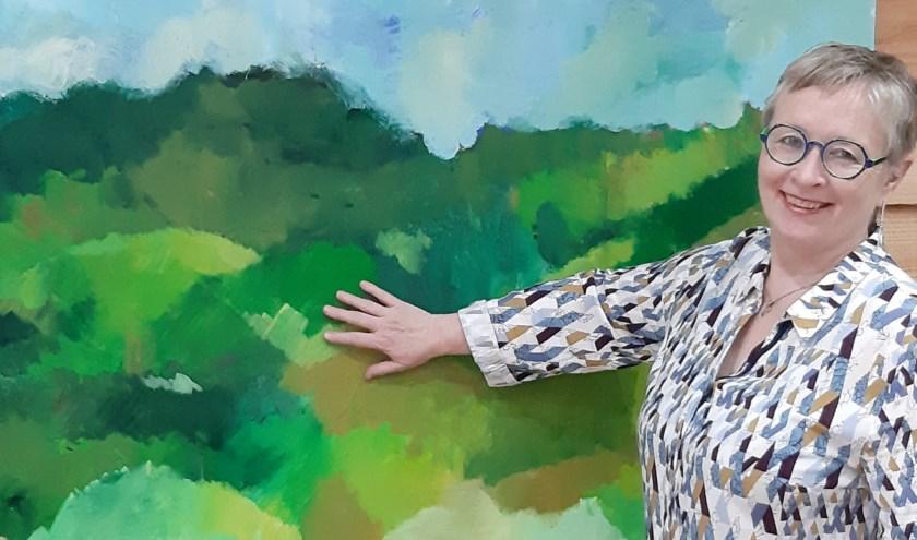 kunstenaar marlou pluijmaekers voor haar schilderij limburgs landschap  150x120 cm/acryl / 2019