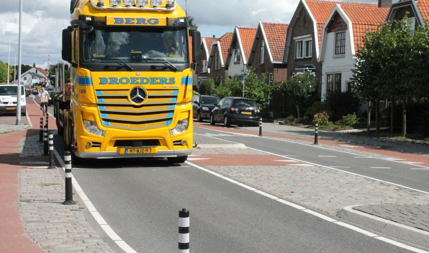 Volgend jaar komt er een pilot verbod voor vrachtverkeer in de Bus Ballotstraat, een vurige wens van de bewoners van de straat. Landbouwverkeer kan niet geweerd worden. Foto: Leon janssens..