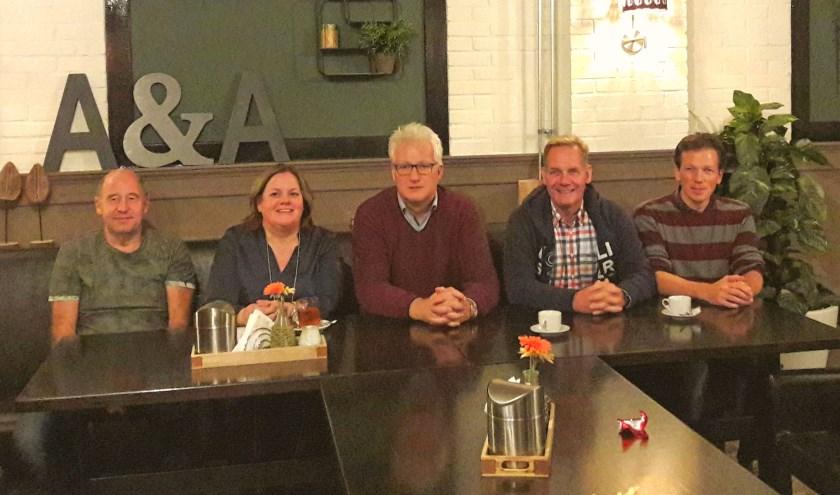 Het nieuwe bestuur van de Stichting Koningsdag: v.l.n.r. André van Geenhuizen, Judith van Aalst, André Overeen , Peter Verweij en Koen van den Brink.
