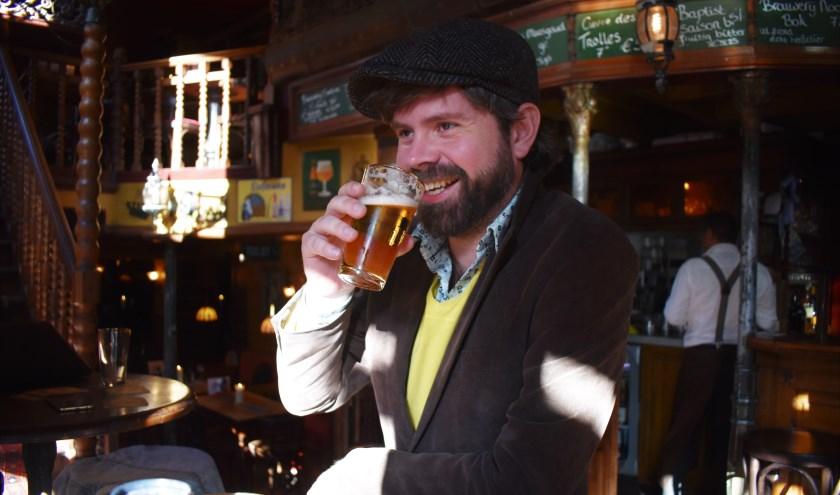 'Ik ben bang dat ik alle barmannen van Rotterdam ken… In de kroeg liggen de verhalen, wordt de wereld besproken.'