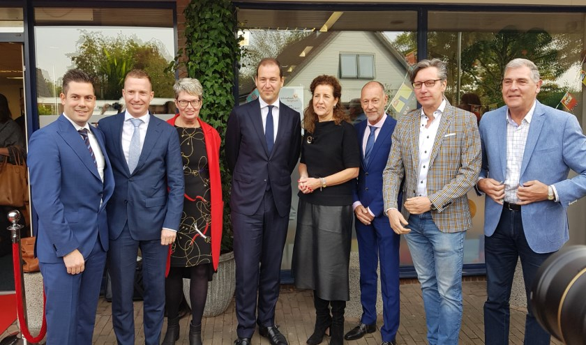 Op de foto ondermeer Stef Luijten Bergeijk (2e van links) en Kamerlid Asscher en minister Van Engelshoven