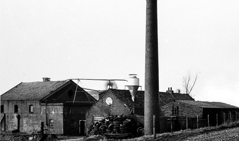 De Vlasfabriek nabij het gehucht het Sluisje in de polder van Rhoon waar zich op 1 oktober 1944 een verschrikkelijk drama afspeelde.