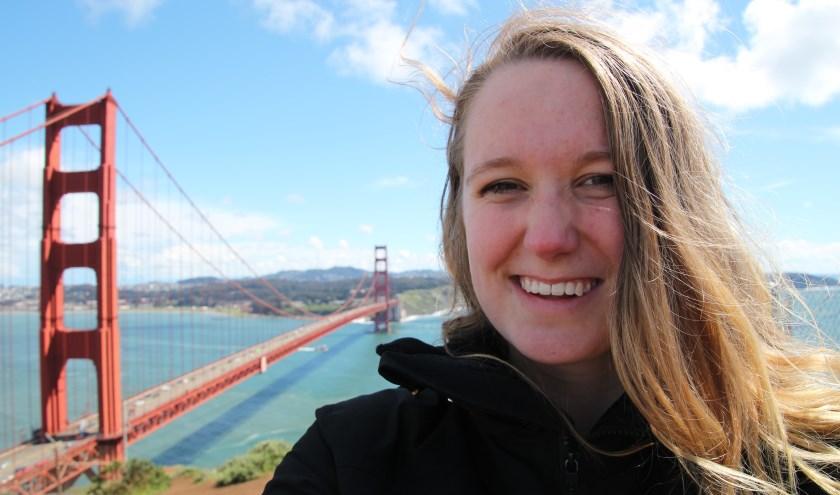 Nyncke van Aperloo - hier bij de Golden Gate Bridge in Amerika - verkent graag andere culturen.