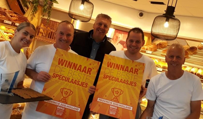 Het team van Arjan van der Eijk De Echte Bakker is trots op de prijs!