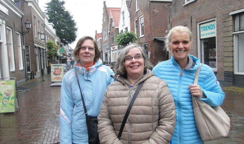 V.l.n.r. de zussen Joke, Wilma en Atie uit Nieuwegein en Utrecht gezellig op stap in IJsselstein. (Foto: Leo Polhuys)
