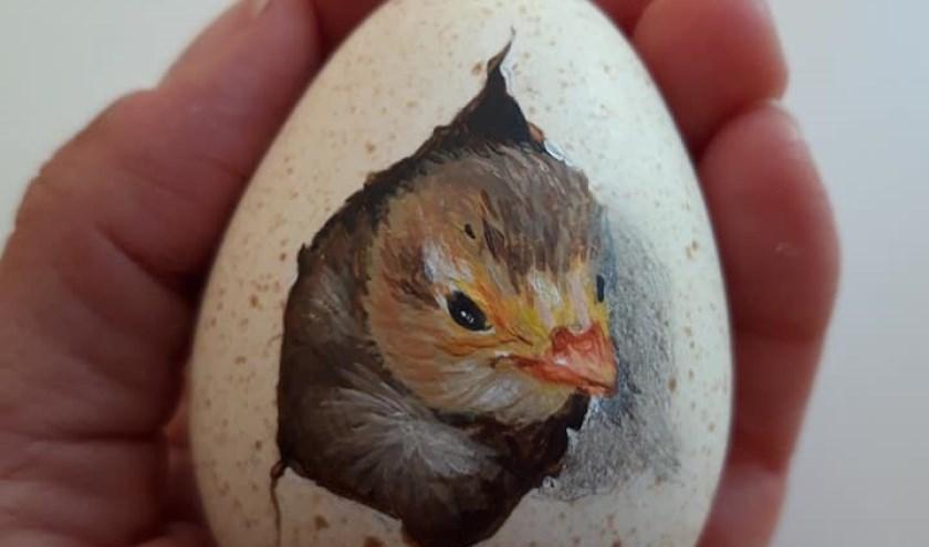 Naast vogels zijn er ook beschilderd eieren (met vogels erop) op de vogelshow te zien. (foto: Bettina Regeling-Cabrera)