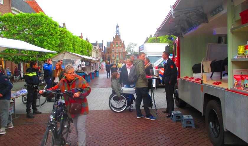Politie en brandweer informeerden de bezoekers van de weekmarkt in Culemborg over veiligheid.