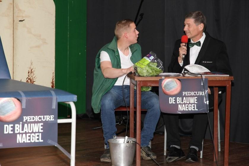 Een optreden van de Hallootjes tijdens een eerdere editie van de Loose Avond. Links Dirk Thuss en rechts Albert Booltink.