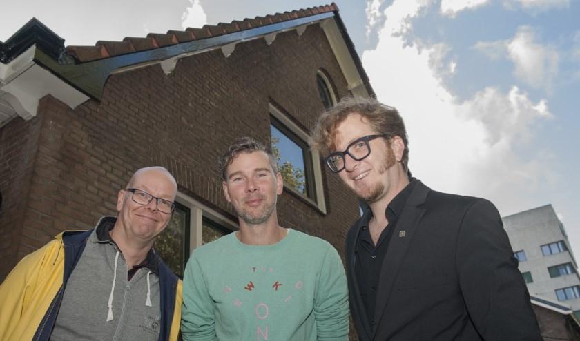 Van links af kunstenaar Jehudi van Dijk, stadsdichter Jeroen Kraakman en Martijn van Hese van de Partij voor Cultuur.