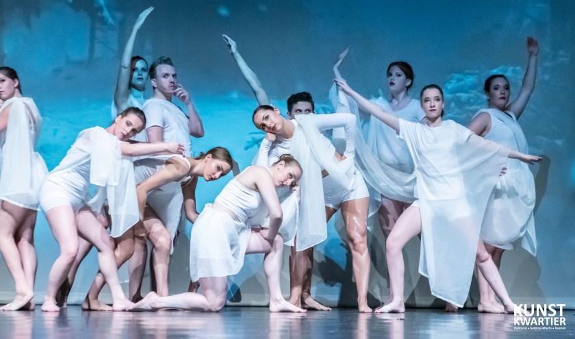 Moderne dans door het KunstKwartier.
