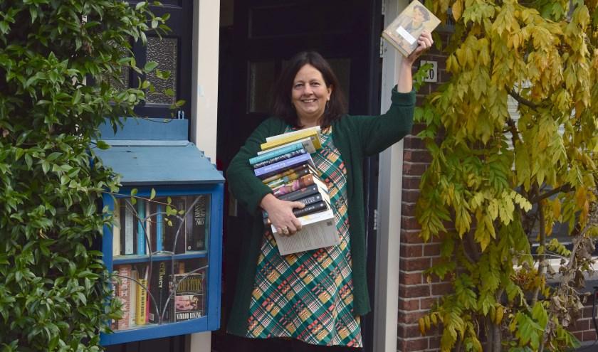 """Ingrid Meurs: """"Mensen bellen aan en vragen of ze echt zomaar een boek mee mogen nemen. En ja dat mag!"""""""