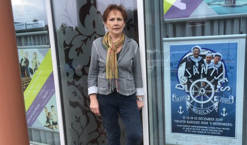 Tonia Vriezen regisseert de voorstelling De Jantjes. (foto: Karin van der Velden)
