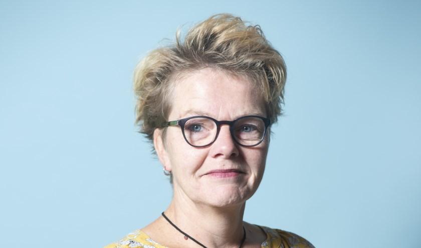 """Mariëtte Hoskams: """"Met je hbo-v diploma kun je zoveel kanten op: werken in een ziekenhuis, wijkzorg, ouderenzorg, specialiseren in dementie, wonden of andere ziektebeelden. Werk in de zorg blijft boeien."""""""