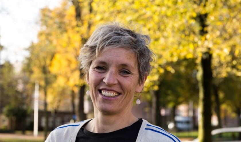 """Ilse Bloemhof, wijkbeheerder van stadsdeel oost. 'Plaats je idee op MijnWijk en leg via die weg contact met je buurt en de wijkbeheerder."""""""