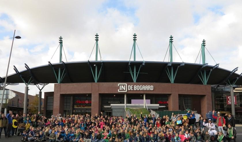 Een grote groep scouts uit de regio deed mee met het regiospel in winkelcentrum In de Bogaard. Foto: Vlietstreek Scouting
