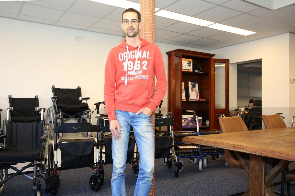Waalrenaar Tom van Santvoort ging eind vorig jaar aan de slag als franchisenemer van de Zorg-Discounter.  Foto: Theo van Sambeek © DPG Media