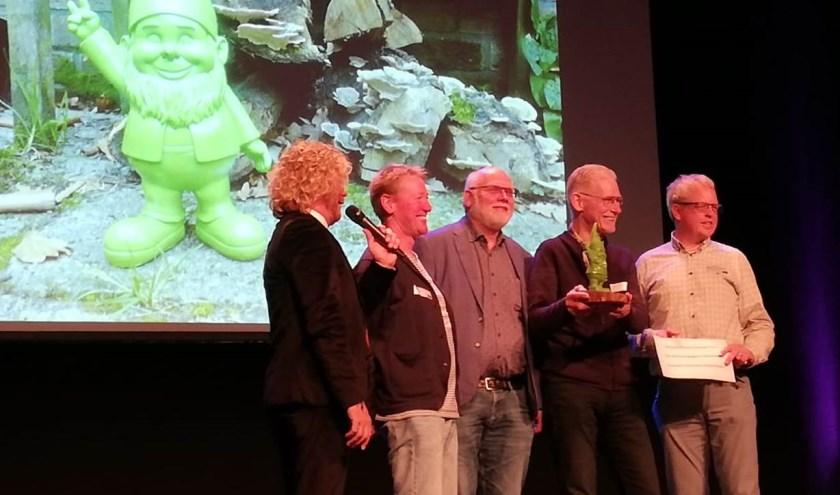 Iwan Göbel, Herro de Roest, Harry Olthof en Jan Nije Bijvank van Stichting Platform Duurzaam Hellendoorn en Roelof-Jan Naaktgeboren van IM@Overijssel.