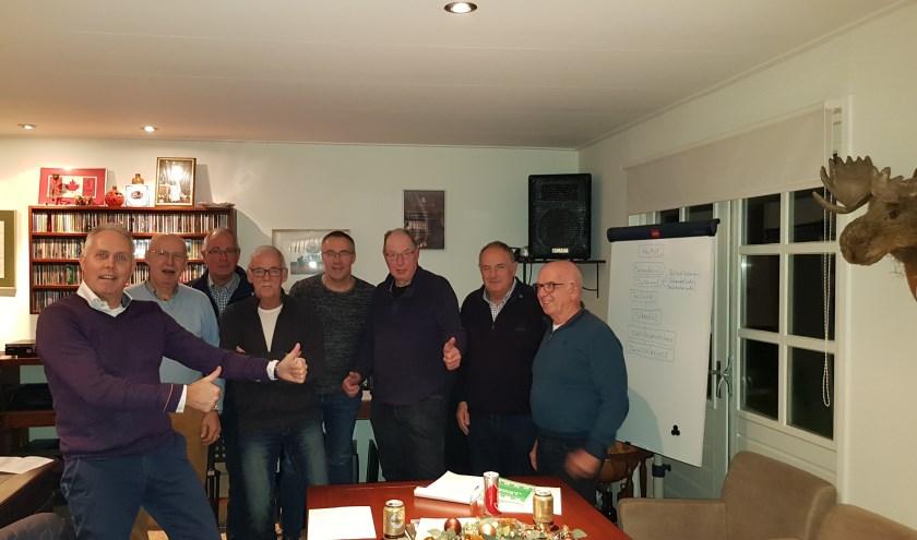 Gert-Jan Oplaat met de bouw- en locatiecommissie van 'Teuntje'