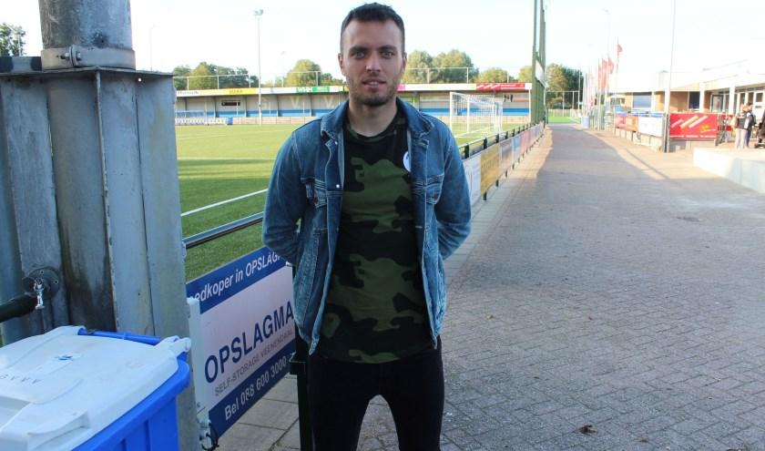 Corné Davelaar nam een van de drie GVVV treffers voor zijn rekening in de met 3-1 gewonnen thuiswedstrijd tegen Jong Volendam. (Foto: Henk Jansen)
