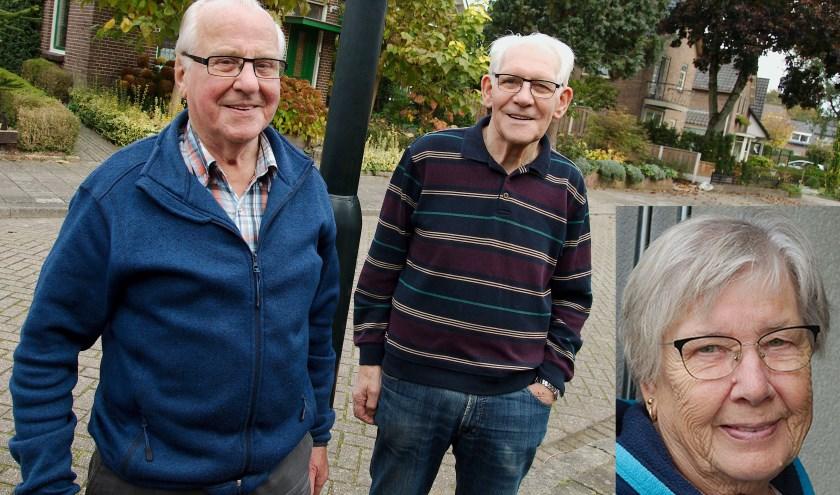 Dopplerstraatbewoners Ab Mulderr (links), Henk Boks en mevrouw Norel. (foto Gert Perdon)