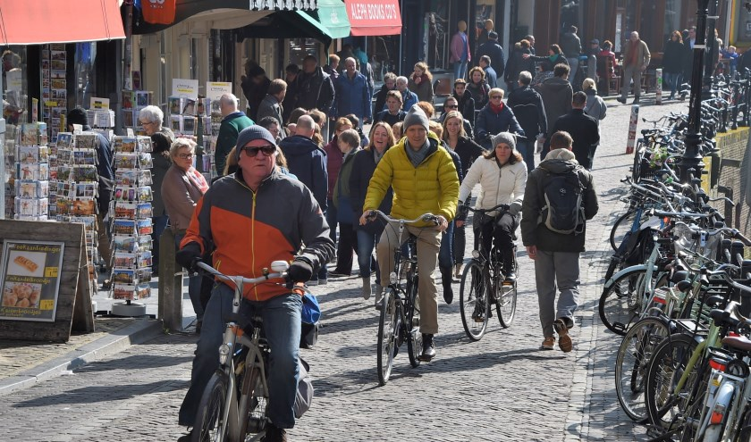 Student&Starter verkiest een dynamisch beleid met de oproep aan fietsers bij drukte af te stappen of om te rijden.