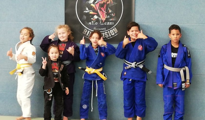 Team CFA/Jiu Jitsu Factory IJsselstein (v.l.n.r Elianthe, Cherleen, Fay, Feline, Kingston, Cee Jay)