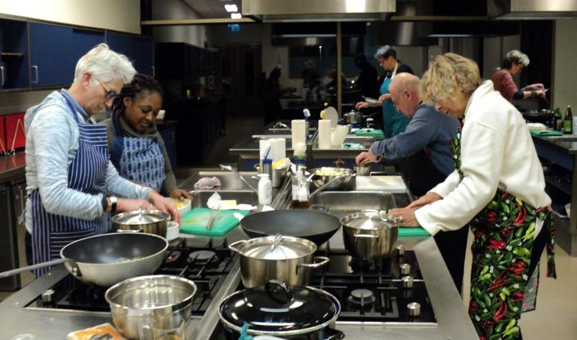 Samen koken en samen eten.