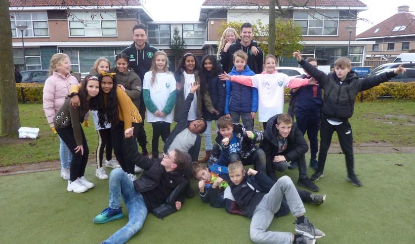 ADO-voetballers op bezoek bij leerlingen van De Gantel. 'Vaak zegt een kind: dit was de mooiste dag van mijn leven.'