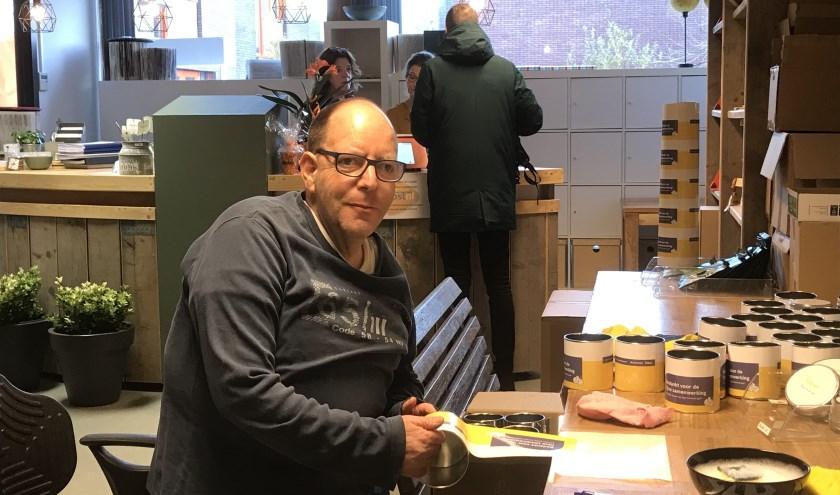 De 51-jarige Dirk aan het werk bij Stichting Reinaerde Kopieerservice De Boemerang