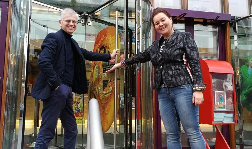 Stadsgehoorzaal directeur Renske Verbeek gaf een volmondig ja op het idee van Rik Bouman voor een theatershow. Foto: Peter Spek