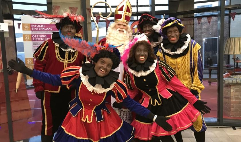 Sinterklaas en zijn hulpjes komen weer naar Veldhoven. Zie ook hoofdartikel op pagina 3.