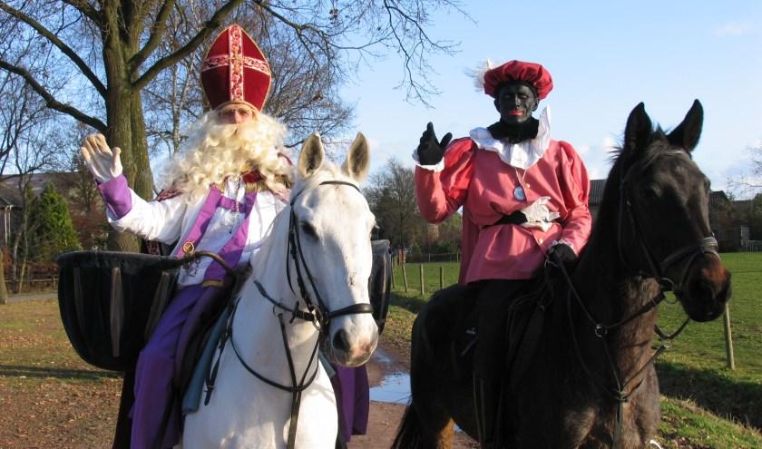 Sinterklaas is weer onderweg, op zondag 17 november is hij, samen met zijn pieten, weer in Waalre te vinden. Foto: Vereniging voor de Jeugd.