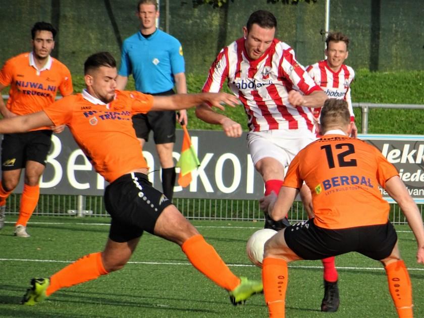 Bennekom verloor donderdagavond het bekerduel tegen AWC met maar liefst 3-8. Fabian Mösle (op archieffoto) was een van de Bennekomse doelpuntenmakers.