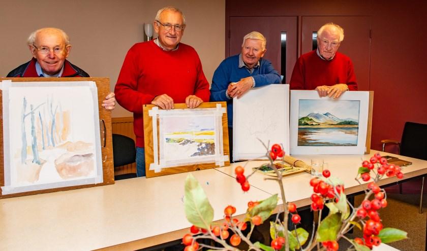De vier leden van het Gelders Kunstcollectief zijn druk om nieuwe aquarellen te maken voor de aanstaande expo in De Regenboogkerk.