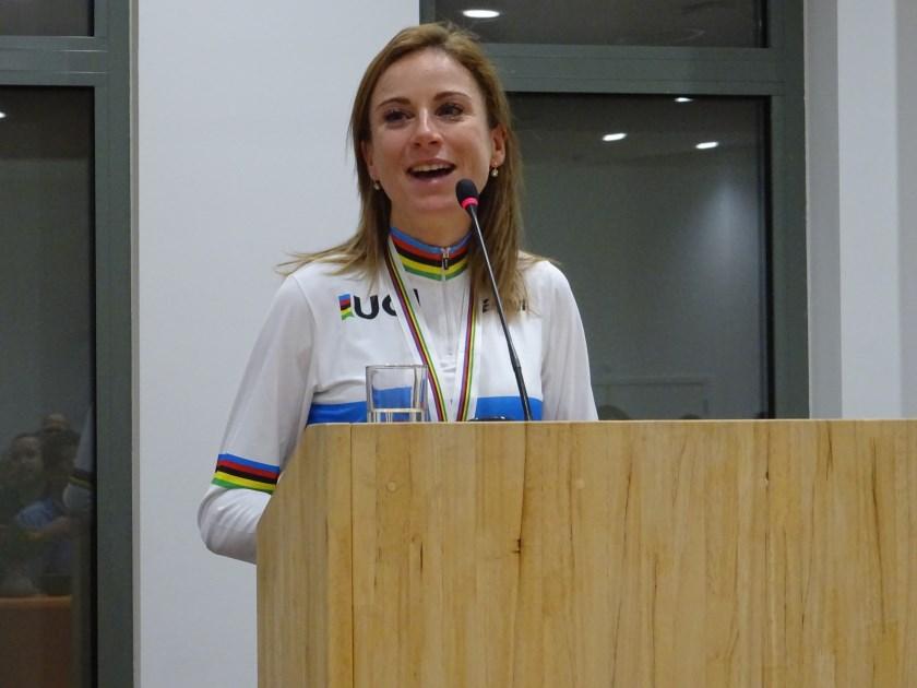 Annemiek van Vleuten (op archieffoto, tijdens de huldiging op het Wageningse stadhuis) werd woensdagavond in Den Bosch verkozen tot Nederlands 'Wielrenster van het Jaar 2019'.
